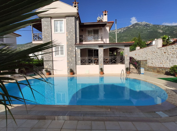 5 Bedroom Detached Villa with Private Pool and Mountain View For Sale