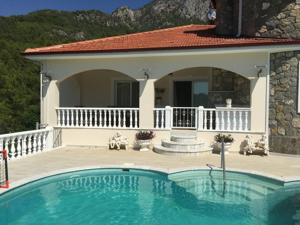 6 Bedroom Detached Villa with Amazing Lake & Mountain Views For Sale