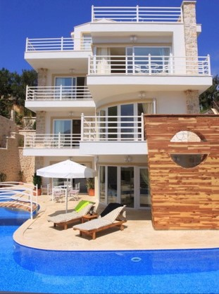 Spacious 5 Bedroom Villa with Amazing  Sea View & Pool For Sale