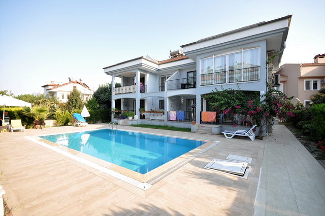 3 Bedroom Duplex Apartment with Communal Pool For Sale