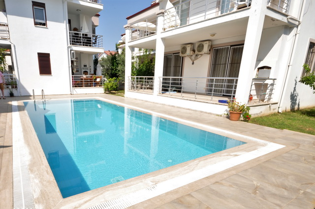 2 Bedroom Ground Floor Apartment with Shared Pool For Sale
