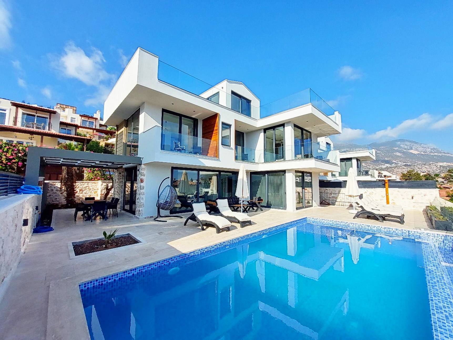 4 Bedroom Luxury Detached Villas with Sea View & Infinity Pool For Sale