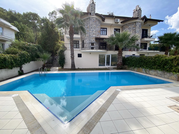 3 Bedroom Semi Detached Villa with Private Pool &Garden For Sale