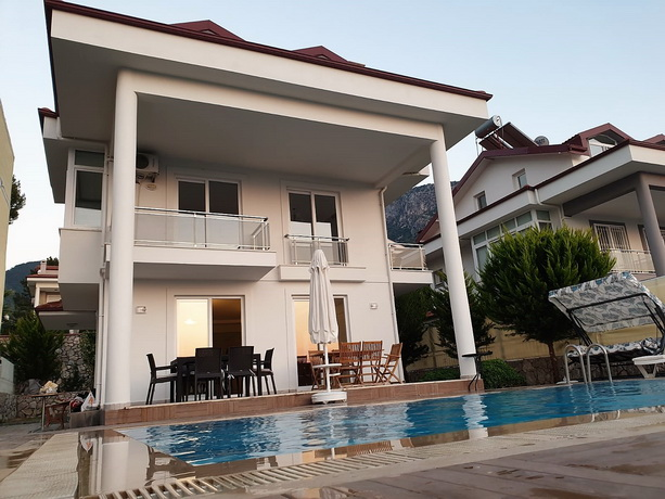 4 Bedroom Triplex Villa with Private Pool & Garden For Sale