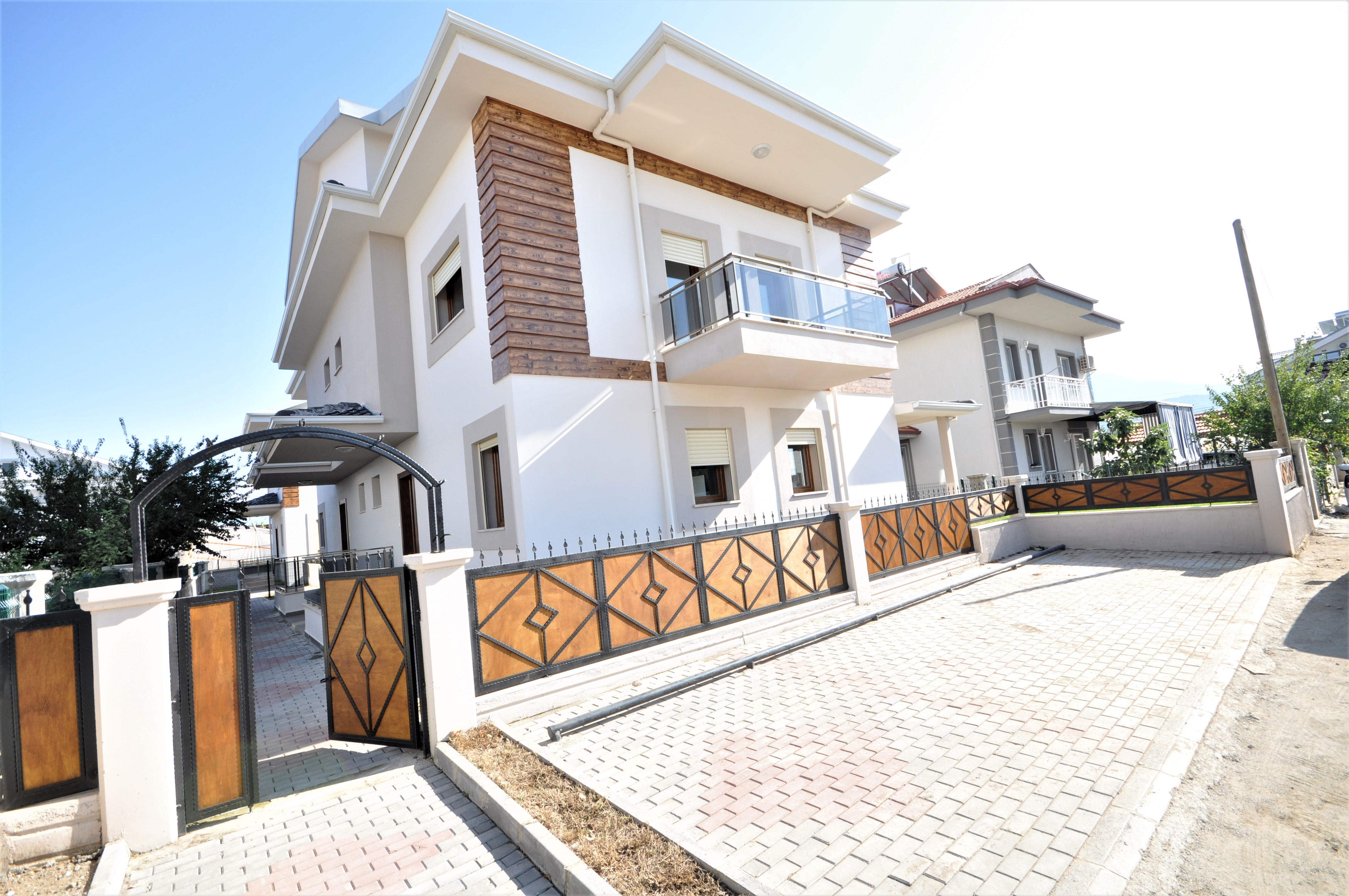 Brand New 4 Bedroom Triplex Villas with Garden For Sale