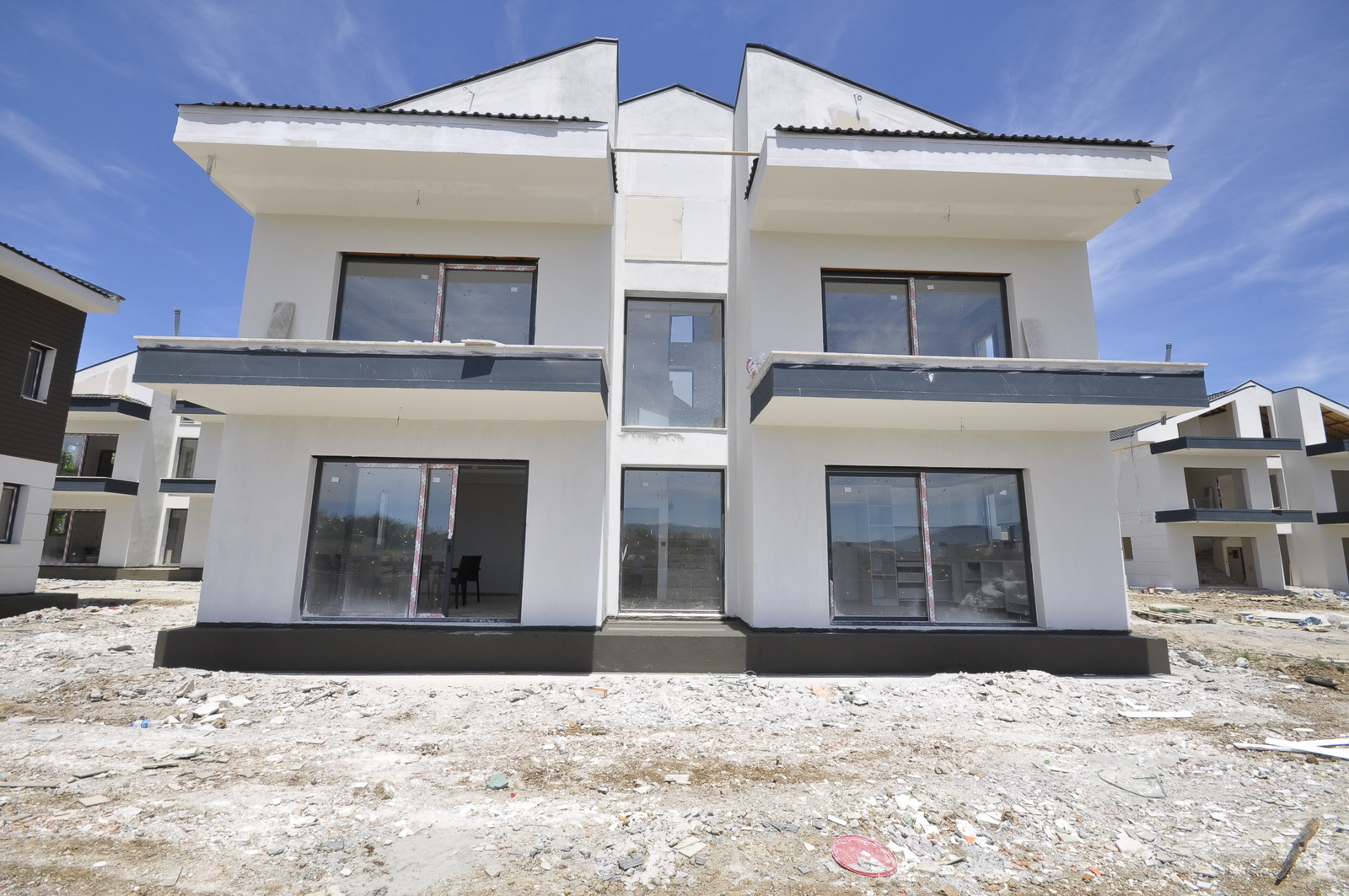 Exlusive 3 Bedroom Villas in Walking Distance to the Beach For Sale