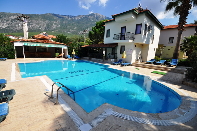 2 Bedroom Semi Detached Villa in a Complex with Large Communal Pool