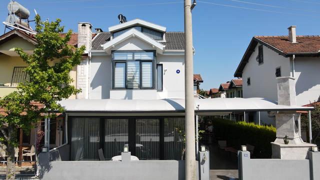 Centrally Located Refurbished 3 Bed Semi-Detached Villa For Sale