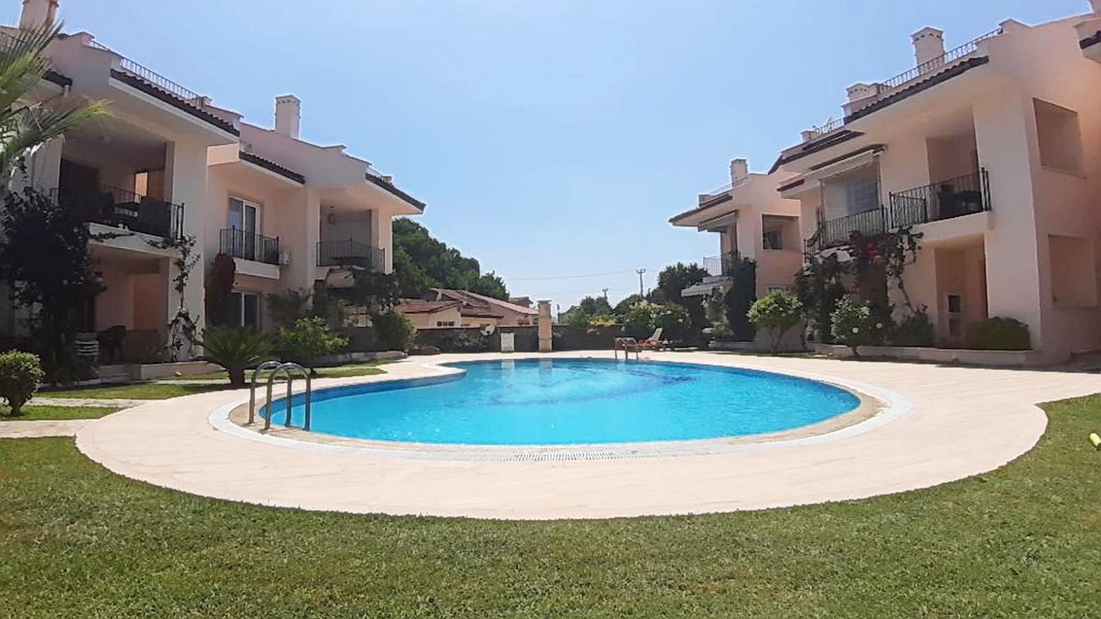 Delightful 3 Bed Duplex Apartment with Communal Swimming Pool in Calis