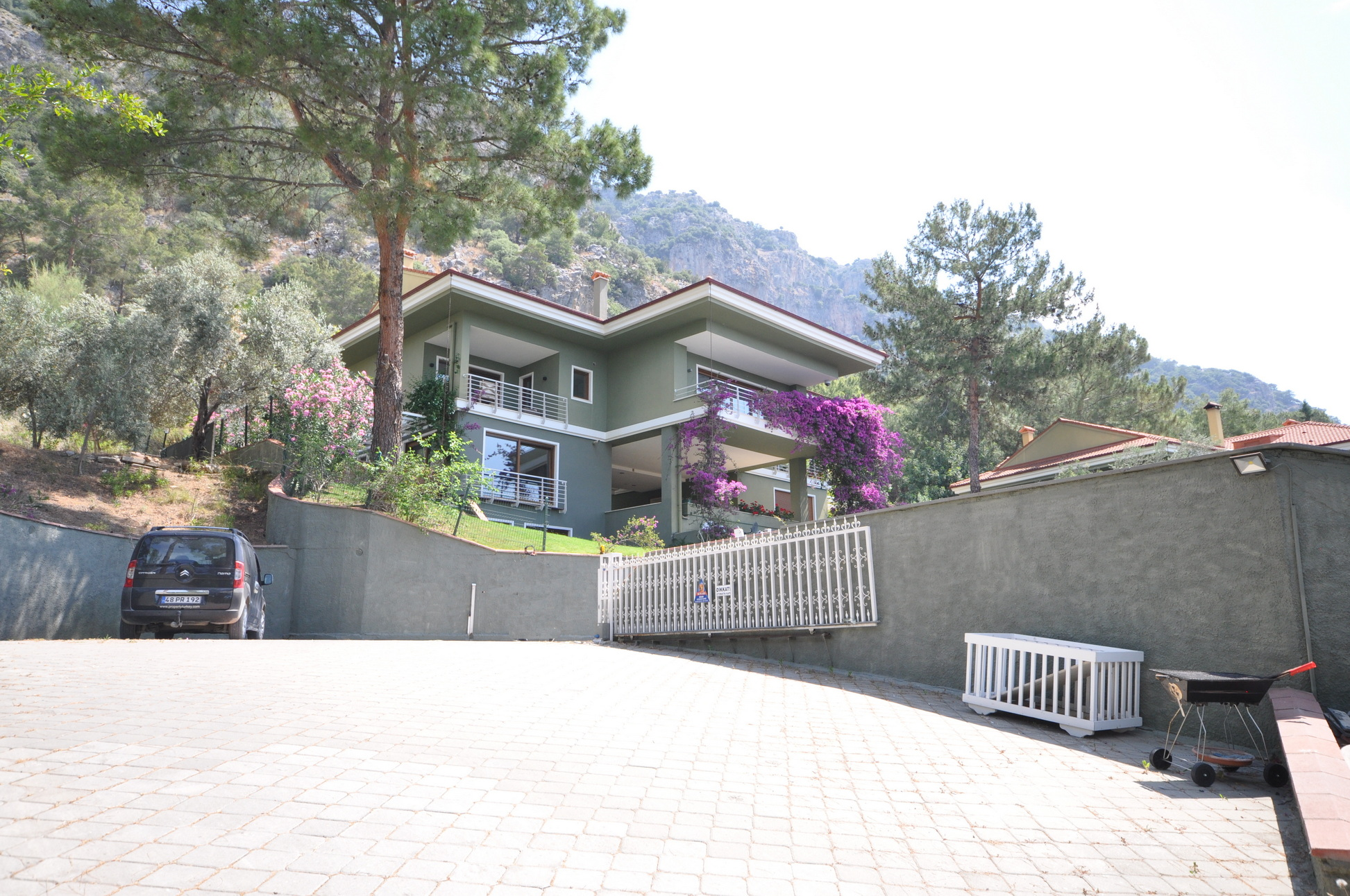 3 Bedroom Duplex Apartment in Prestigeous Complex for Sale