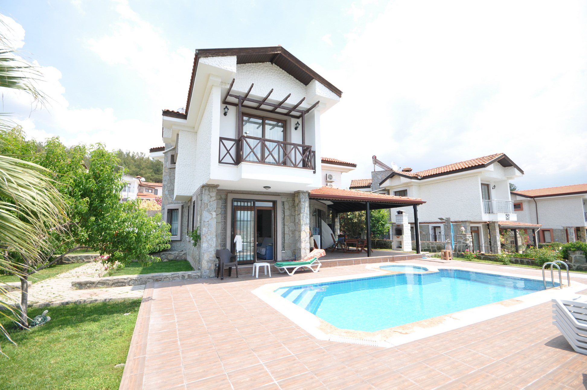 Stunning Traditional Stone 4 Bed Detached Villa with Large Private Garden & Pool