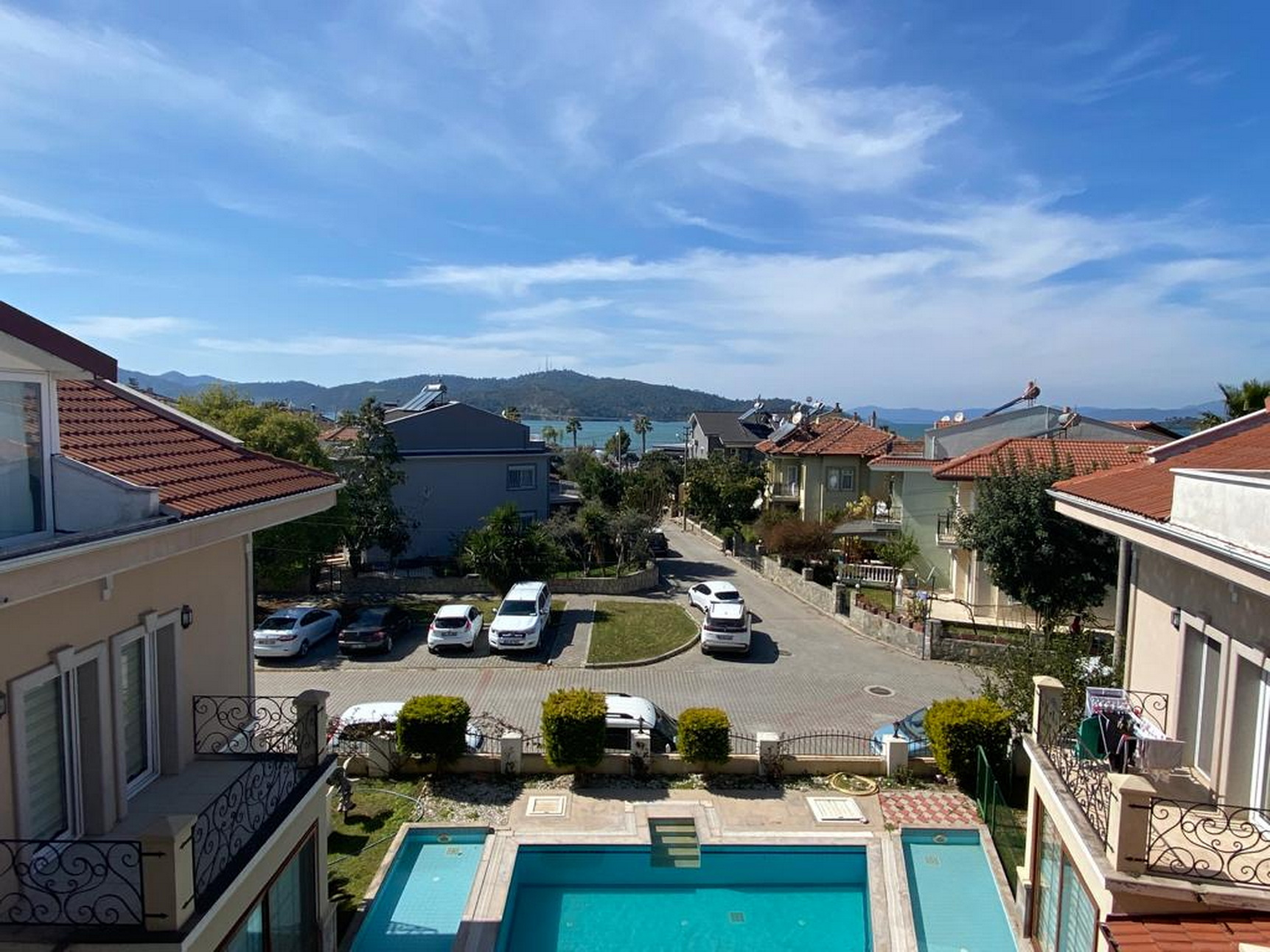 Lovely Modern 4 Bed Villa with Sea Views in a Quiet Area By the Seaside