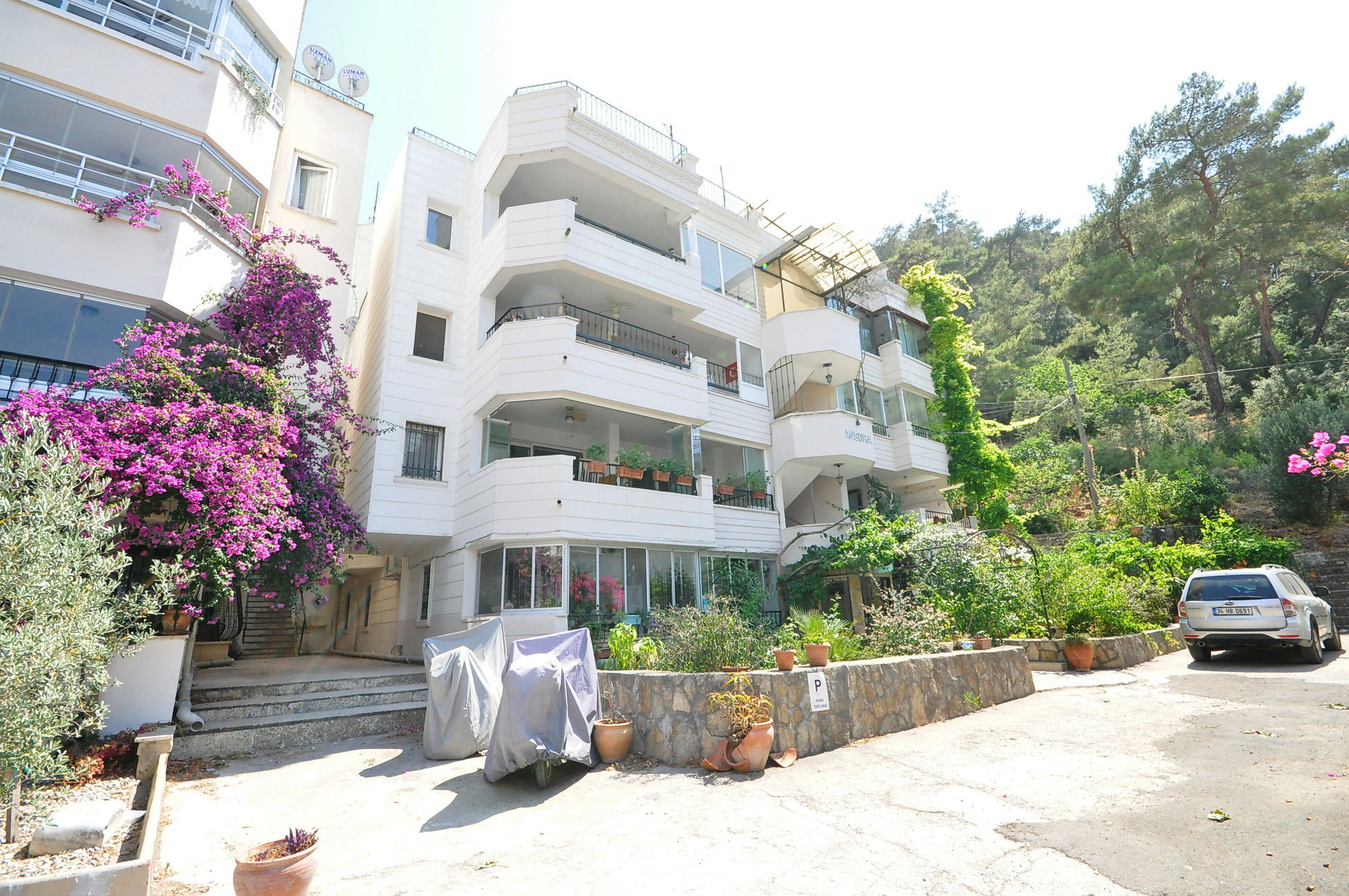 Beautifully Presented 3 Bedroom First Floor Apartment with Shared Pool In Fethiye