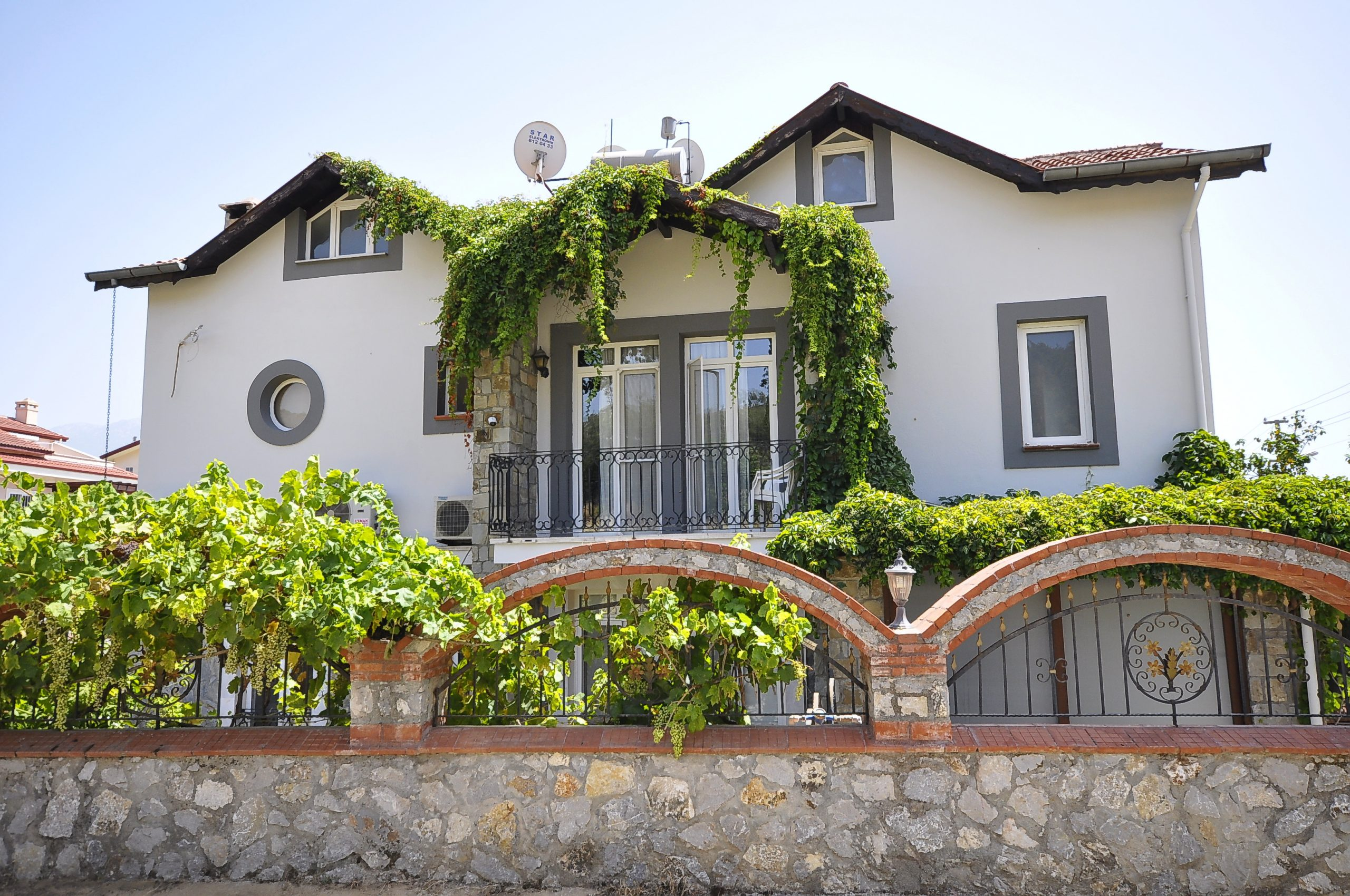 Beautiful 4 Bedroom Detached Villa with Private Pool & Large Garden