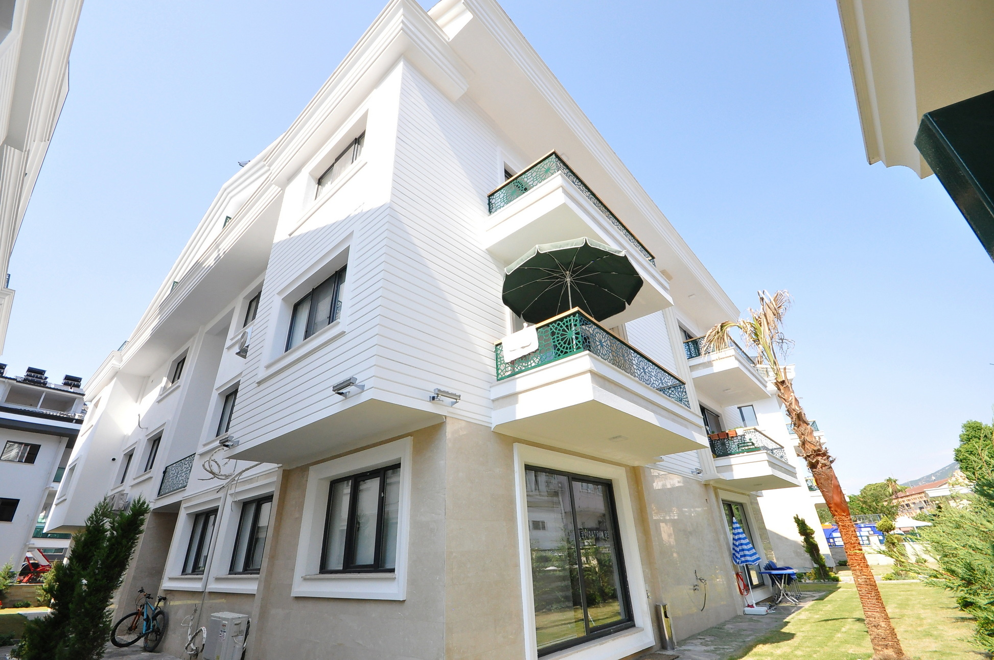 Brand New 4 Bedroom Duplex Apartment close to the Harbour and Promenade