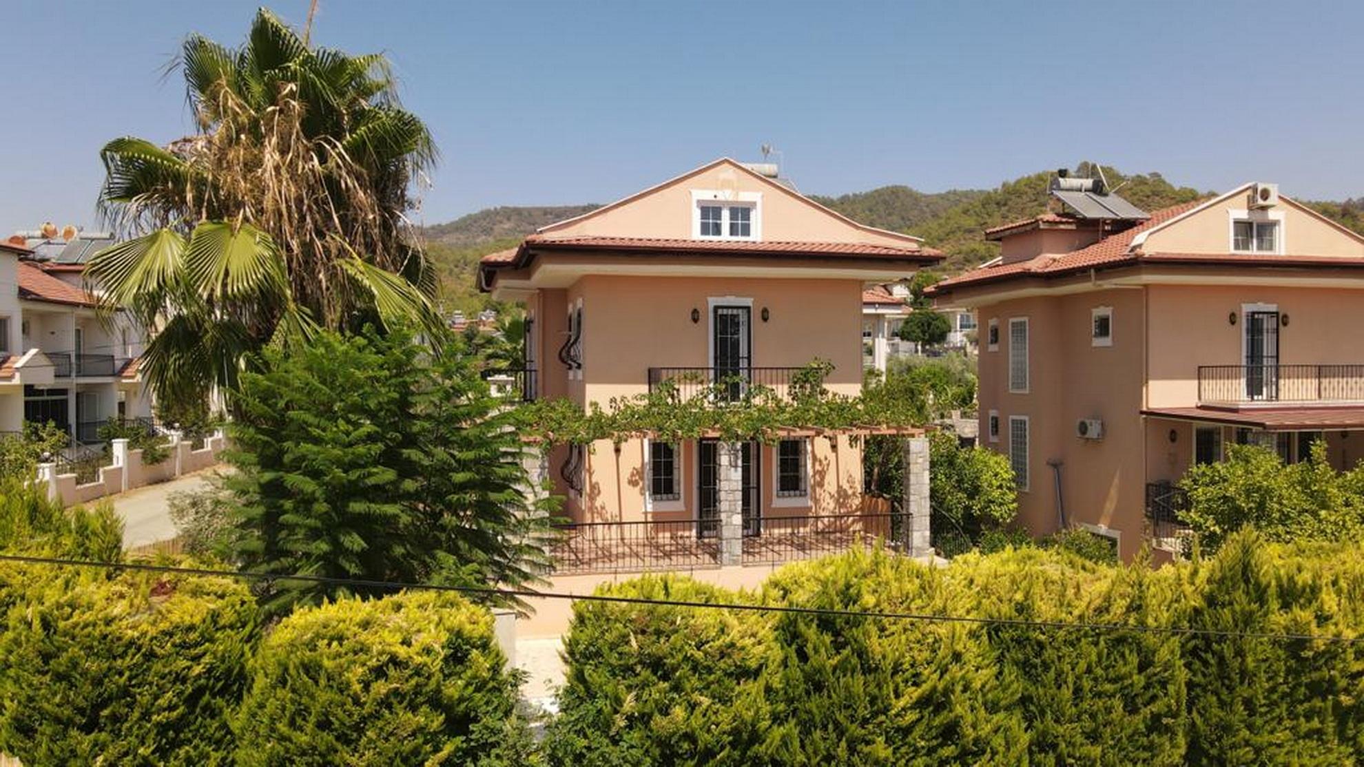 5 Bedroom Detached Villa with Private Garden & Pool