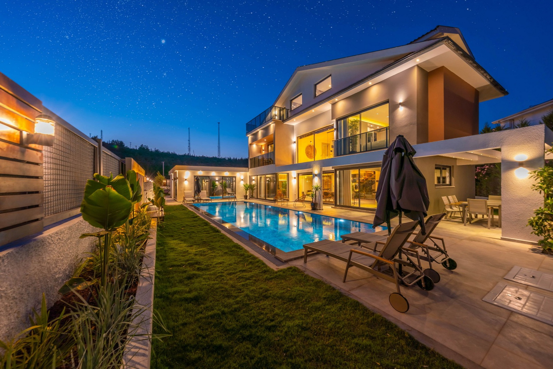 Luxury & Spacious 4 Bedroom Villa with Private Pool and Garden